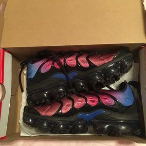 Women's Nike vapormax size 9